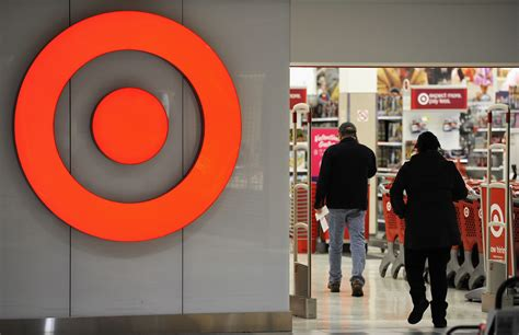 target hack target hackers had access to all of chain s us cash registers in 2013 data breach report