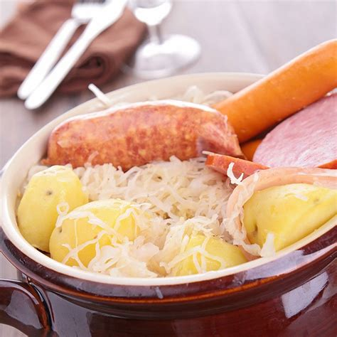 cuisine alsacienne traditionnelle recette choucroute traditionnelle alsacienne