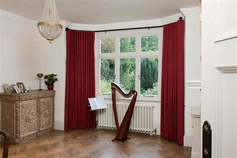 red curtain pole how to hang eyelet curtains on a bay window gopelling net
