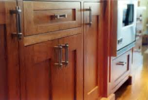 Where To Place Knobs And Pulls On Kitchen Cabinets How To Choose The Best Pulls For Your Kitchen Cabinet