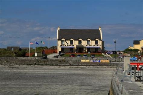 pier house restaurant a view of pier house from kilronan pier picture of pier house restaurant inishmore