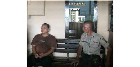 Kaos Kombinasi Polisi Coklat mengaku aparat pria asal banten diamankan polisi ambulu jember teras jatim