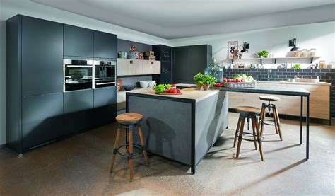 Weisse Holzregale by Moderne K 252 Che Im Industrial Stil Mit Beton Und Holzelementen