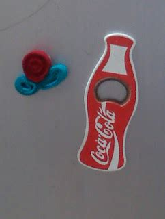 Kulkas Coca Cola bunga spiral dari felt twirl felt flower