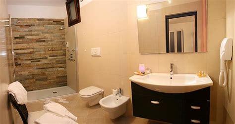 come fare un bagno piccolo soluzione bagno piccolo creare un bagno in casa