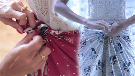 tutorial memakai kain batik tutorial memakai kain batik hanya dengan dililit saja tak