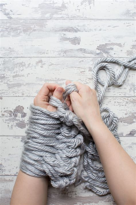 how to finish a row of knitting diy arm knit cushion cover
