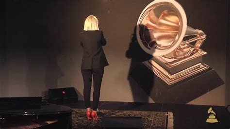 Sia Performs Chandelier 25 Best Ideas About Sia Songwriter On Sia