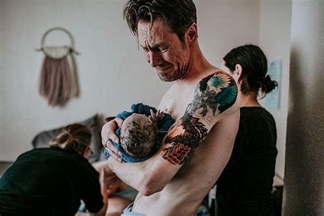 Dads In The Delivery Room by 12 Powerful Photos Of Dads In The Delivery Room