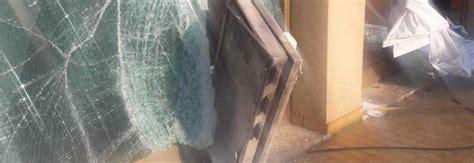 lauzacco di pavia di udine con l auto contro la vetrata e poi l esplosione assalto