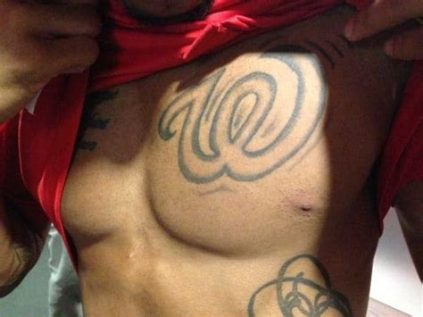washington tattoo maryland s deon has two curly w tattoos the