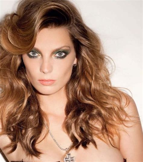 does daria werbowy has long layers in her haircut daria werbowy hairstyle and hair color celebrity hairstyles