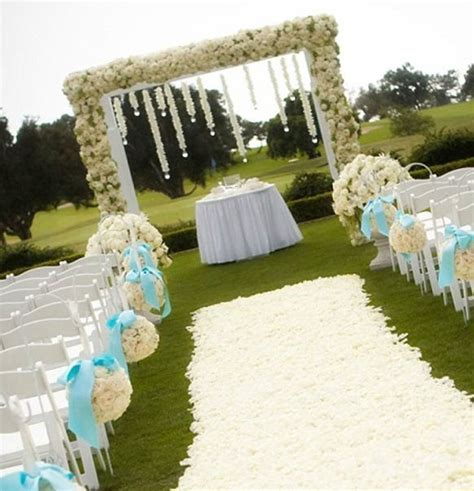Wedding arch decoration can be used indoors in ballrooms