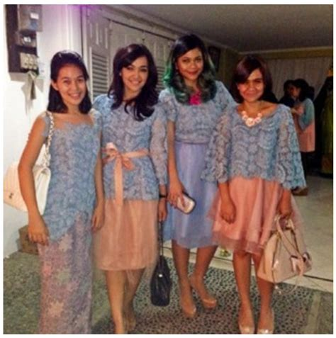 Jahit Baju Bridesmaid 323 best images about batik kebaya ikat on fashion weeks kebaya lace and kebaya