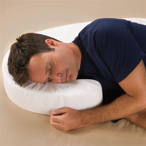 Sleep Posture Pillow by The Side Sleeper S Posture Pillow Hammacher Schlemmer