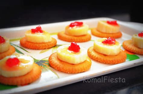 how to canapes monaco biscuits canapes 171 komalfiesta