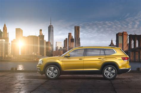 2018 volkswagen atlas 2018 volkswagen atlas first look cuv debuts with massive