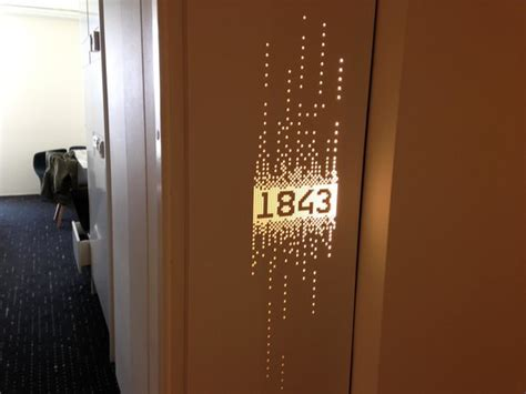 inn nummer 1000 images about corridors on hotel corridor