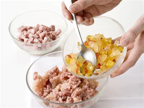 cucinare il bollito cappone ripieno bollito sale pepe