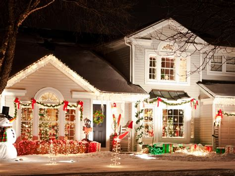 decorated christmas lights houses how to hang christmas lights diy