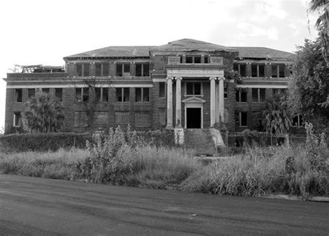 scariest haunted house in houston jefferson davis hospital top haunted places in houston randomness pinterest places