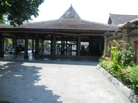 Buku Rumah Ekonomi Rumah Budaya pendopo picture of tembi rumah budaya yogyakarta tripadvisor