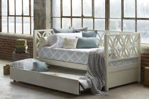 Classic Accent From Gorgeous Daybed With Trundle