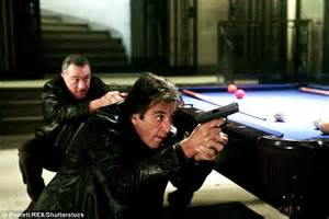 beverly d angelo robert de niro al pacino appears to have put on weight after he s spotted