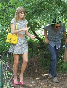 mini boats central park taylor swift helps fan to dock boat during outing in
