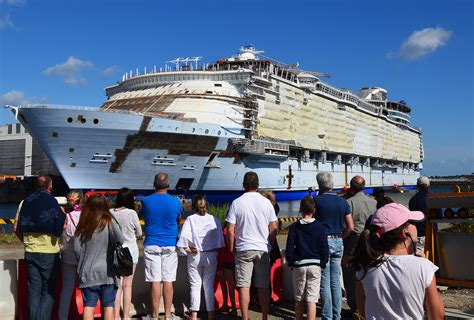 le de chantier baladeuse les chantiers navals nazaire le port de tous les voyages