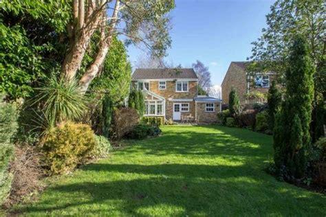 3 bedroom house in hayes 3 bedroom detached house for sale in hayes lane kenley cr8