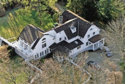hillary clinton residence inside bill hillary clinton s 1 7 million home in