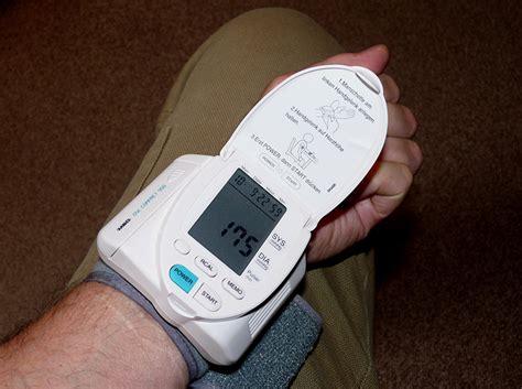 blutdruck im liegen messen blutdruck richtig messen blutdruck selber messen
