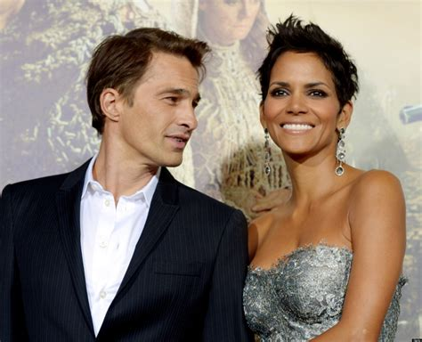 Halle Speaks I Want A Baby by Halle Berry S Baby Will Be A Boy Confirms Olivier