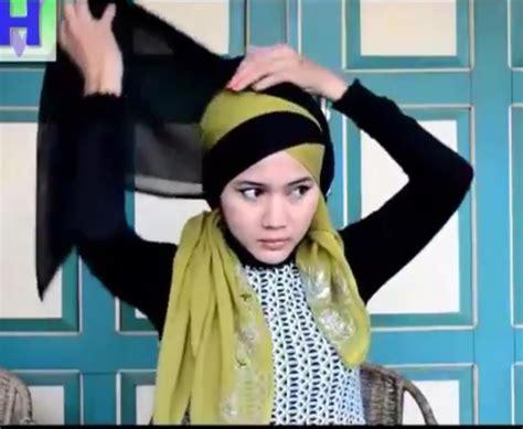 Jilbab Pasang cara memakai jilbab wisuda