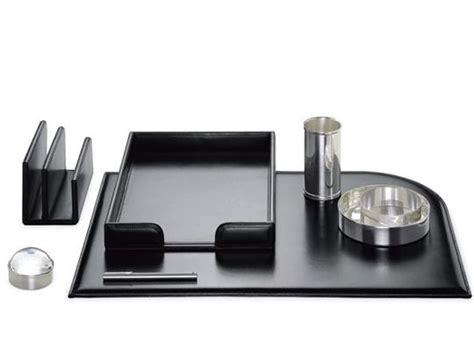 set per scrivania il set per la scrivania dell ufficio vuole sempre il suo stile
