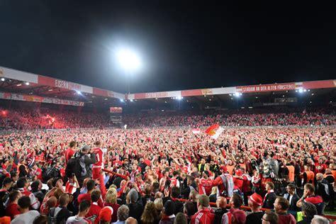 union berlin fans storm pitch  celebrate