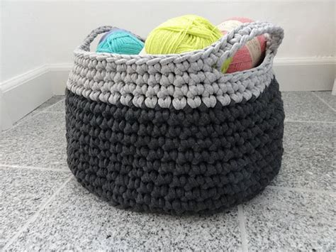 crochet pattern zpagetti large crochet basket zpagetti yarn would be super cute