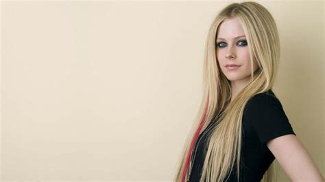 beautiful com avril lavigne beautiful wallpaper 8 1366x768 wallpaper