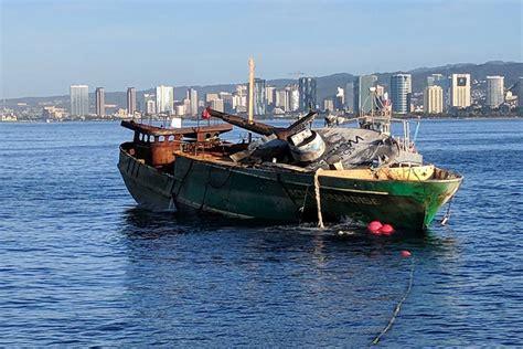 fishing boat jobs in hawaii workers sink stranded fishing boat off hawaii reef las