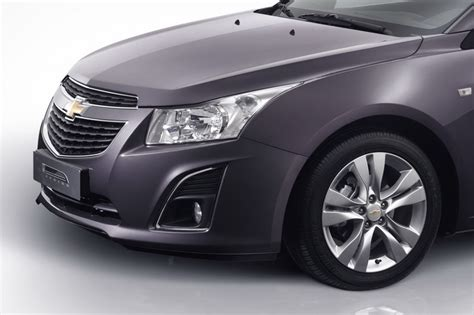 chevrolet cruze facelift revealed autocar india more details on the new chevrolet cruze coming this month