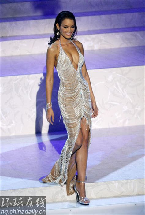 Zuleyka Rivera Mendoza Miss Crowned Miss Universe 2006 by S Daily From Crowned