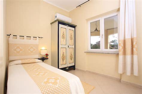 da letto per single camere da letto per single simple armadi ad ante