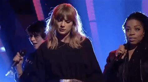 taylor swift dancing with our hands tied türkçe 17 taylor swift quot dancing with our hands tied quot captions for