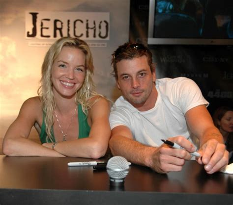 and skeet ulrich sign autographs for fans comic con san diego 2006