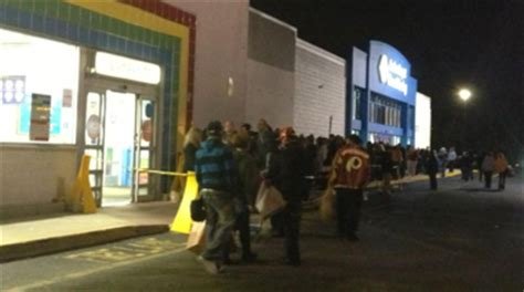 toys r us deptford nj black friday shoppers swarm deptford mall for deals
