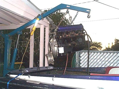 boat engine lift pulling the engine