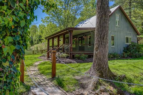 Cabin In The Woods Tennessee by Nest A Pretty Cabin Rental In Franklin Tennessee