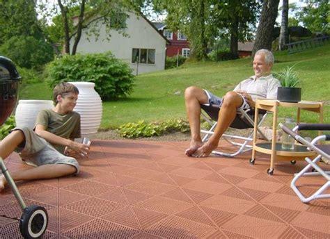 piastrelle in plastica da giardino piastrelle da giardino rivestimenti come scegliere le