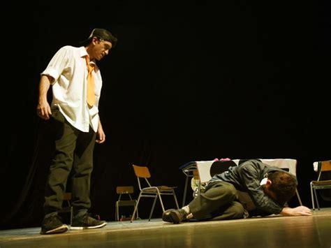 obra de teatro sobre el bullying escuela abraham youtube arica estudiantes del daem presenciaron obra docu